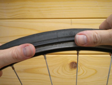 use thumbs to replace bead of tyre